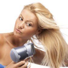Использование фена для чистки волос